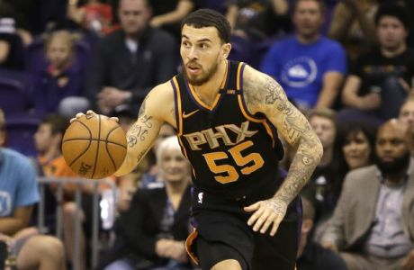 Phoenix Suns guard Mike James (55) against the New Orleans Pelicans in the first half during an NBA basketball game, Friday, Nov 24, 2017, in Phoenix. (AP Photo/Rick Scuteri)
