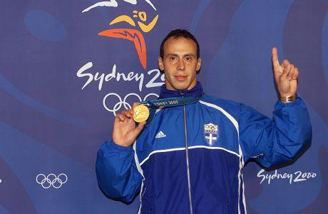 Ο Κώστας Κεντέρης με το χρυσό μετάλλιο των 200μ. στίβου στους Ολυμπιακούς Αγώνες 2000 στο 'ANZ Stadium', Σίδνεϊ | Πέμπτη 28 Σεπτεμβρίου 2000