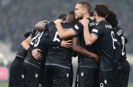 Οι παίκτες του ΠΑΟΚ πανηγυρίζουν το γκολ του Σβιντέρσκι κόντρα στον Παναθηναϊκό. Το τέρμα του Πολωνού διαμόρφωσε το 0-1 στο ΟΑΚΑ, στη ρεβάνς για την προημιτελική φάση του Κυπέλλου Ελλάδας. ΦΩΤΟΓΡΑΦΙΑ: ΜΑΡΚΟΣ ΧΟΥΖΟΥΡΗΣ / EUROKINISSI