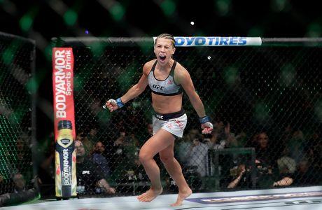 Η Γιοάνα Γέντζεϊτσικ σε στιγμιότυπο πριν από τον αγώνα της με τη Ρόουζ Ναμαγιούνας για το UFC 223, Νέα Υόρκη, Σάββατο 7 Απριλίου 2018