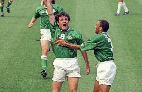 Ο Ρέι Χάουτον πανηγυρίζει το εκπληκτικό γκολ που είχε πετύχει επί των Ιταλών στο Παγκόσμιο Κύπελλο του 1994