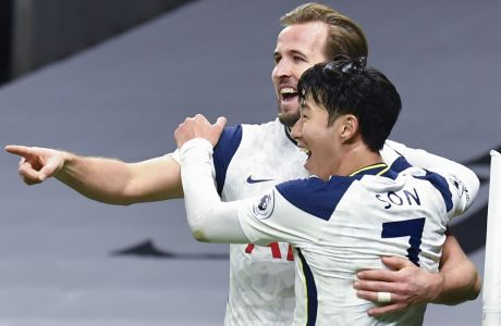 Κέιν και Σον πανηγυρίζουν στην αναμέτρηση Τότεναμ-Άρσεναλ 2-0, στο Tottenham Hotspur Stadium του Λονδίνου, για την 11η αγ. της Premier League | 06/12/2020 (Glyn Kirk/Pool via AP)