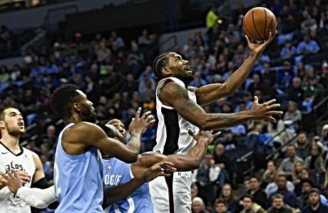 Ο Καγουάι Λέοναρντ των Λος Άντζελες Κλίπερς σε στιγμιότυπο της αναμέτρησης με τους Μινεσότα Τίμπεργουλβς κατά τη διάρκεια της κανονικής σεζόν του NBA 2019-2020, Μινεάπολις, Παρασκευή 13 Δεκεμβρίου 2019