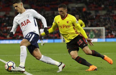 Ο Χολέμπας μαρκάρει τον Λαμέλα σε αναμέτρηση της Γουότφορντ με την Τότεναμ για την Premier League στο Wembley, στις 30 Απριλίου 2018. (AP Photo/Kirsty Wigglesworth)