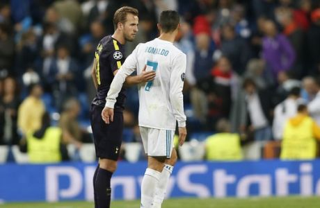 Tottenham's Harry Kane embraces Real Madrid's Cristiano Ronaldo, right, after the end of the Group H Champions League soccer match between Real Madrid and Tottenham Hotspur at the Santiago Bernabeu stadium in Madrid, Tuesday, Oct. 17, 2017. The match ended 1-1. (AP Photo/Francisco Seco)