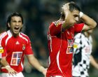 Benfica's Konstantinos Katsouranis from Greece, right, reacts after a missing shot, with Kikin Jose Guzman from Mexixo behind, against Boavista at the Bessa Stadium, during their Portuguese League soccer match, Saturday Sept. 9, 2006 in Porto, northern Portugal. Benfica lost 0-3.  SL Benfica will meet FC Kobenhavn in a Champions League Group F match next September 13 at the Parken Stadium in Copenhagen. (AP Photo/Paulo Duarte)