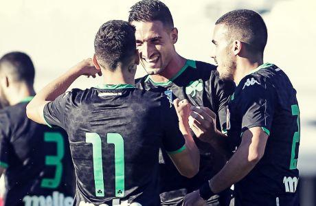 Ο Φεντερίκο Μακέντα και ο Τάσος Χατζηγιοβάνης σε πανηγυρισμό γκολ στο φιλικό με τον Άγιαξ