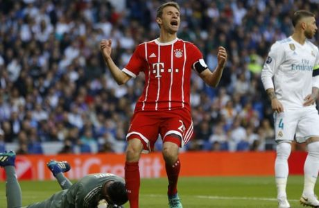 Bayern's Thomas Mueller reacts after missing a chance to score during the Champions League semifinal second leg soccer match between Real Madrid and FC Bayern Munich at the Santiago Bernabeu stadium in Madrid, Spain, Tuesday, May 1, 2018. (AP Photo/Francisco Seco)