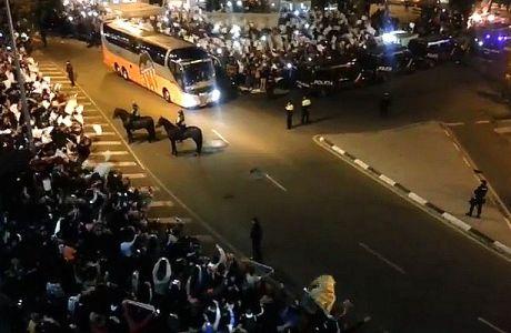 Απίστευτη αποθέωση για την αποστολή της Βαλένθια (VIDEO)