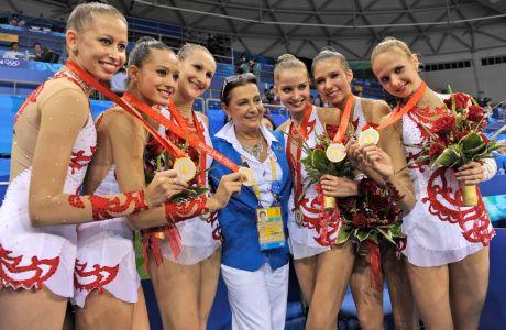 Το μέλος της Διεθνούς Ομοσπονδίας Γυμναστικής, Ιρίνα Βίνερ, με την ολυμπιακή ομάδα της Ρωσίας που κατέκτησε το χρυσό μετάλλιο στη ρυθμική γυμναστική στους Ολυμπιακούς Αγώνες 2008, Πεκίνο, Κυριακή 24 Αυγούστου 2008