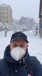 Η Αρμάνι έκανε καταδρομικό σκι στην παγωμένη Μαδρίτη