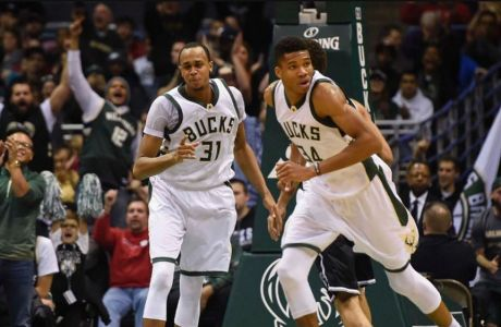 O Giannis οδηγεί τους Bucks στα playoffs