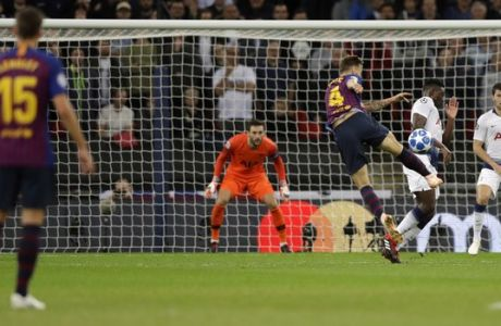 Barcelona midfielder Ivan Rakitic, center, scores his side's second goal during the Champions League Group B soccer match between Tottenham Hotspur and Barcelona at Wembley Stadium in London, Wednesday, Oct. 3, 2018. (AP Photo/Kirsty Wigglesworth)