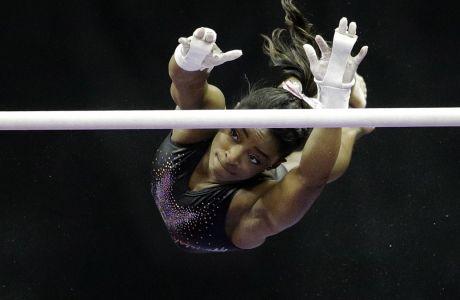 Η Σιμόν Μπάιλς σε προπόνηση στους ασύμμετρους ζυγούς πριν από το παναμερικανικό πρωτάθλημα γυμναστικής, Κάνσας, Κυριακή 11 Αυγούστου 2019