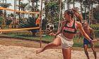 H Nατάλια Γκίτλερ νίκησε τον Νεϊμάρ, σε αγώνα επίδειξης στην άμμο, για λογαριασμό της Puma.