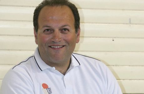 O Μάνος Μανουσέλης όταν ήταν προπονητής της Εθνικής Εφήβων