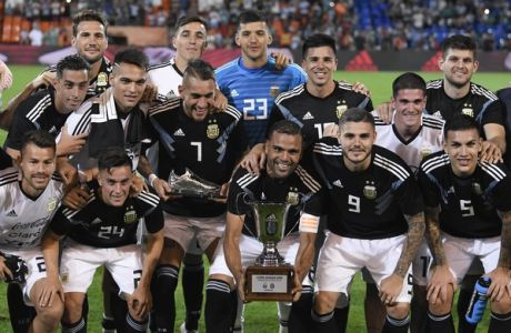 Argentina's team poses for a photo and celebrate with a trophy after winning a friendly soccer match against Mexico, in Mendoza, Argentina, Tuesday, Nov. 20, 2018.(AP Photo/Gustavo Garello)