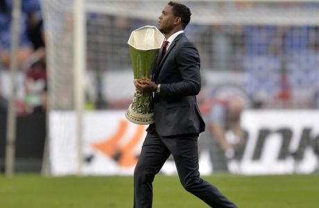 Former Dutch national player Patrick Kluivert carrys the trophy prior the Europa League final soccer match between Benfica and Chelsea at ArenA stadium in Amsterdam, Netherlands, Wednesday May 15, 2013. (AP Photo/Martin Meissner)