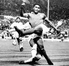 Ο Εουσέμπιο στον τελικό του Κυπέλλου Πρωταθλητριών του 1963 ανάμεσα στην Μπενφίκα και τη Μίλαν.