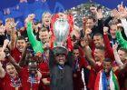 Ο Κλοπ με το τρόπαιο του Champions League μετά τη νίκη της Λίβερπουλ επί της Τότεναμ (1/6/2019)