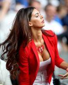 """Η ρομαντική αφιέρωση στην πιο """"καυτή"""" φαν του Euro 2016!"""