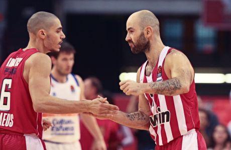 Ο Αντώνης Κόνιαρης και ο Βασίλης Σπανούλης αλληλοσυγχαίρονται για τη συνεργασία τους στο παρκέ