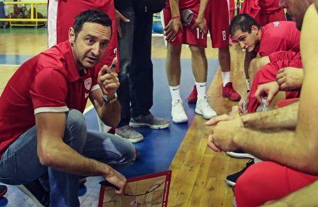 Ο Δημήτρης Τσαλδάρης δίνει οδηγίες στους παίκτες του κατά τη διάρκεια της αναμέτρηση του κυπέλλου με τον Ερμή Λαγκαδά