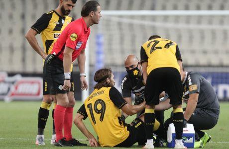 Ο Τσιγκρίνσκι αποχώρησε τραυματίας στις αρχές του δεύτερου μέρους και ο Καρέρα εκτός από πάικτη αναγκάστηκε να αλλάξει και διάταξη. Ο ΠΑΟΚ πήρε το 0-0 στο ΟΑΚΑ για την 9η αγ. των playoffs και είναι αγκαλιά με την 2η θέση. ΦΩΤΟΓΡΑΦΙΑ: ΜΑΡΚΟΣ ΧΟΥΖΟΥΡΗΣ / EUROKINISSI