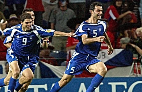 Ο Τραιανός Δέλλας μόλις έχει σκοράρει κόντρα στην Τσεχία στον ημιτελικό του Euro 2004