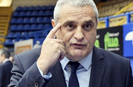 Ο Αργύρης Πεδουλάκης, ως προπονητής του Περιστερίου, σε παιχνίδι με αντίπαλο τον Παναθηναϊκό ΟΠΑΠ