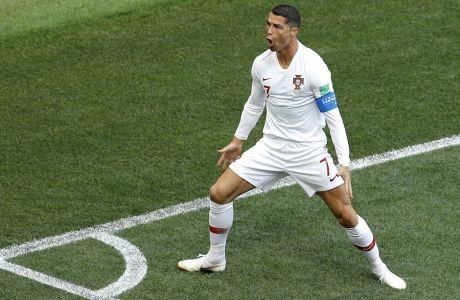 Ο Κριστιάνο Ρονάλντο με τα χρώματα της Πορτογαλίας, ύστερα από την επίτευξη γκολ ενάντια στο Μαρόκο για το Παγκόσμιο Κύπελλο του 2018