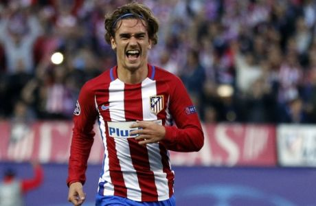 Atletico's Antoine Griezmann, left, celebrates after scoring a penalty during a Champions League semifinal, 2nd leg soccer match between Atletico de Madrid and Real Madrid, in Madrid, Spain, Wednesday, May 10, 2017 . (AP Photo/Daniel Ochoa de Olza)