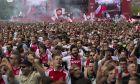 Φίλαθλοι του Άγιαξ πανηγυρίζουν την κατάκτηση του πρωταθλήματος της Eredivisie 2019-2020 από την ομάδα τους, Άμστερνταμ, Πέμπτη 16 Μαΐου 2019