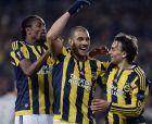 Παίκτες της Φενέρμπαχτσε πανηγυρίζουν την επίτευξη τέρματος από τον Λαζάρ Μάρκοβιτς σε αγώνα του Europa League ανάμεσα στην τούρκικη ομάδα και την Σέλτικ.