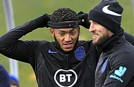 H αμυχή που 'χε ο Γκόμεζ κάτω από το δεξί μάτι, υποψίασε τους ρεπόρτερ που ήταν στην πρώτη προπόνηση της Αγγλίας, εν όψει των δυο τελευταίων αγώνων των UEFA European Qualifiers.