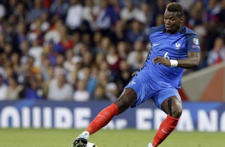 France's Paul Pogba controls the ball during the World Cup Group A qualifying soccer match between France and Luxembourg at the Stadium municipal in Toulouse, France, Sunday, Sept. 3, 2017. (AP Photo/Claude Paris)