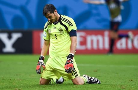 SALVADOR, BRAZIL - JUNE 13:  Iker Casillas of Spain looks dejected after the Netherlands second goal during the 2014 FIFA World Cup Brazil Group B match between Spain and Netherlands at Arena Fonte Nova on June 13, 2014 in Salvador, Brazil. (Photo by David Ramos/Getty Images)
