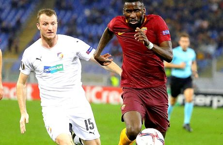 Roma's Antonio Rüdiger, right, and Viktoria Pilsen's Michael Krmenik vie for the ball during the Europa League group E soccer match between Roma and Viktoria Pilsen, in Rome's Olympic stadium, Thursday, Nov. 24, 2016. (AP Photo/Andrew Medichini)