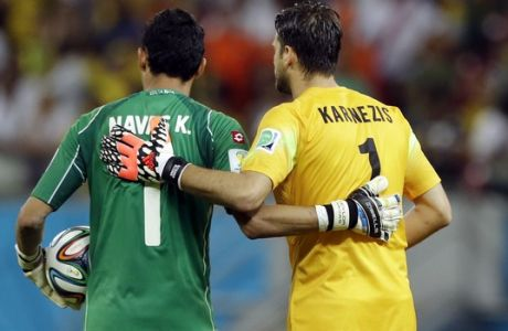Costa Rica's goalkeeper Keylor Navas, left, and Greece's goalkeeper Orestis Karnezis link arms before a penalty shootout at the end of the World Cup round of 16 soccer match between Costa Rica and Greece at the Arena Pernambuco in Recife, Brazil, Sunday, June 29, 2014. (AP Photo/Ricardo Mazalan)