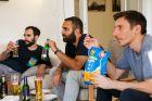 Κρύα μπίρα και λαχταριστά τσιμπήματα για το Μουντιάλ