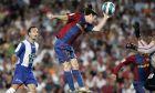 Ο Λιονέλ Μέσι της Μπαρτσελόνα σκοράρει με το χέρι κόντρα στην Εσπανιόλ για την Primera Division 2006-2007 στο 'Καμπ Νόου', Σάββατο 9 Ιουνίου 2007