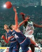 US Ronnie Smith of Asvel Lyon Villeurbanne, at right, stretches for a ball as FC Barcelona's Arturas Karnisovas, center, and Ramon Rivas tackle him, Tuesday, April 22, 1997, during their European basketball Final Four in Rome. (AP Photo/Plinio Lepri)