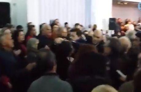Ένταση σε ομιλία του Τσίπρα με παλαίμαχο της ΑΕΚ (VIDEO)