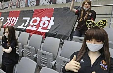 Οι κούκλες που τοποθετήθηκαν στο Seoul World Cup Stadium, τίμησαν το social distancing, φορούσαν μάσκες και μπλούζες με το σήμα της FC Seoul.