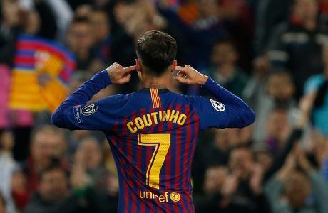 Ο Φιλίπε Κοουτίνιο κλείνει τα αυτιά του μπροστά στους φιλάθλους της Μπαρτσελόνα, μετά από το γκολ που σημείωσε στον δεύτερο προημιτελικό του Champions League 2018-2019 με αντίπαλο τη Μάντσεστερ Γιουνάιτεντ στο 'Καμπ Νόου' της Βαρκελόνης, Τρίτη 16 Απριλίου 2019