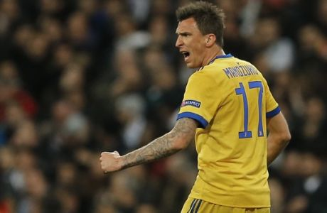 Juventus' Mario Mandzukic celebrates after scoring his side's second goal during a Champions League quarter-final, 2nd leg soccer match between Real Madrid and Juventus at the Santiago Bernabeu stadium in Madrid, Spain, Wednesday, April 11, 2018. (AP Photo/Paul White)