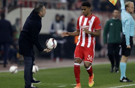 Olympiakos' coach Paulo Bento, left, gives the ball to his player Bruno Viana during their Europa League round of 32 soccer match between Olympiakos and Osmanlispor at Georgios Karaiskakis stadium in Piraeus port, near Athens, Thursday, Feb. 16, 2017. (AP Photo/Thanassis Stavrakis)