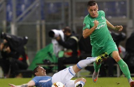 Saint-Etiennes Romain Hamouma, right, is tackled by Lazios Lucas Biglia during an Europa League Group C soccer match between Lazio and Saint-Etienne, at Rome's Olympic stadium, Thursday, Oct. 1, 2015. (AP Photo/Riccardo De Luca)