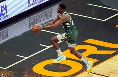 Ο Θανάσης Αντετοκούνμπο των Μιλγουόκι Μπακς σε στιγμιότυπο της αναμέτρησης με τους Ορλάντο Μάτζικ για το NBA 2020-2021 στο 'Άμγουεϊ Σέντερ', Ορλάντο   Δευτέρα 11 Ιανουαρίου 2021