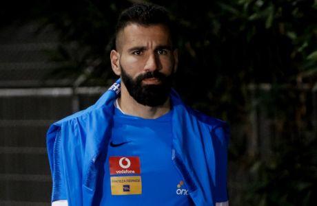 Ο Δημήτρης Σιόβας με την προπονητική περιβολή της Εθνικής